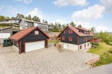 Mariås - Enebolig med utleieleilghet - stor dobbel garasje. Flott utsikt - tre terrasser - jacuzzi