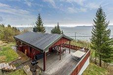 VANVIKAN - Herlig hytte med fjordutsikt og anneks! Plass til 10 pers! 5 min fra Vanvikan! Transport fra Vanvikan på fellesvisning!