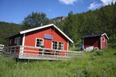 Hytte beliggende i naturskjønne omgivelser på Håfjellet med 2 soverom. Gode friluftsmuligheter.
