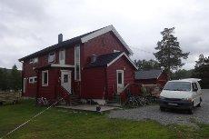 Tverrelvdalen - Attraktiv eiendom med garasje, kaldstall, anneks og hundegård