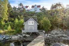 Halsnøy/Landasjøen - VISNING søndag 26.07.15 kl. 12.30-14.00. Flott fritidsbolig med 3 soverom og strandlinje.