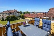 Helgeroa Terrasse - Fritidsleilighet over to plan med 2 soverom og balkong med fin utsikt. Vestvendt.