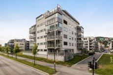 BRAGERNES STRAND 3-roms eierleilighet i 1. rekke mot elven! P-plass - innglasset balkong!