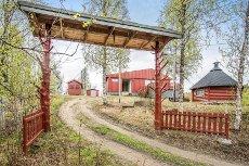 Meistervik - Skutvik - Fritidsbolig/enebolig i naturskjønne omgivelser. Ca. 1700kvm tomt, anneks, grillhytte, redskapsbod og dukkehus.