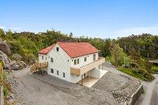 KLEPPESTØ - HALVPART - Modernisert bolig med to bad og fem soverom. NY PRIS