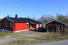 Setermoen - Enebolig med 3 soverom og 2 stuer. Garasje og stor tomt