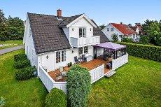 NØTTERØY/BERGAN - Pen og innholdsrik enebolig med mye sol og stor garasje