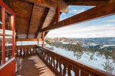 Grong skisenter - Romslig fritidsbolig med 4 soverom og 2 stuer. Flott utsikt med gode lys og solforhold.
