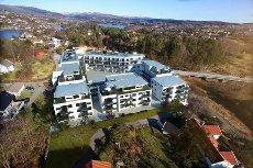 SØREIDE. Toppleilighet med stor terrasse. Meget gode sol og utsiktforhold - 2 garasjeplasser - kommer for salg.