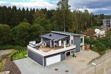 Meget tiltalende og stilfull bolig - høy standard. Dobbel isolert garasje. Visning søndag 11.10 kl. 12. Velkommen