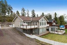Holmestrand/RE -nær Revetal - Stor og innholdsrik bolig i naturskjønne omgivelser.