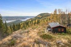 Vikerfjell - Skarrud - Hytte på selveiertomt med gode solforhold og flott utsikt mot Sperillen.