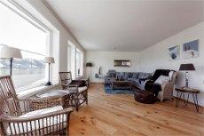 Lekker ny romslig leilighet med 3 soverom og 2 bad. Fantastisk utsikt og ypperlig beligenhet. Uten utleieklausul.