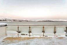 Hamna/Solneset - Nybygget enebolig med høy standard beliggende nederst ved havet - garasje, 3 soverom, 2 bad og 2 stuer