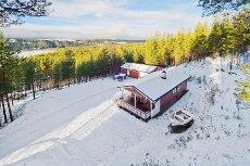 ÅKRESTRØMMEN - Velholdt eiendom beliggende i naturskjønne omgivelser m/kort vei til service- og aktivitetstilbud.