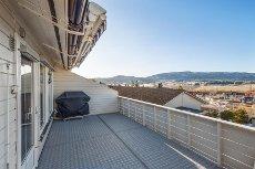 Skafjellåsen - Sande - Tiltalende rekkehus på enden. Fin utsikt. 3 soverom. Garasje. Stor terrasse. Gode solforhold.