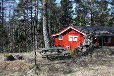 Sjarmerende hytte i skogen ved Tangenvannet på Gåsholt