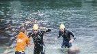 Eidfjord: Dei første svømmarane slit seg i land i 2018. Svømming er første etappe av Norseman, før sykling og springing. Arkivfoto