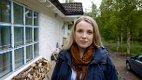 I PLUSS: Sandra Hallen og samboeren betaler mye i kommunale avgifter i Nordeisa. Likevel mener paret at det er en attraktiv kommune å bo i - de slipper å bo seg ihjel og får hjelp til å nedbetale studielån.