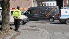 MOBILBRUK: UP sto mandag ettermiddag oppstilt i Nedre Langgate, der ble fire bilførere stoppet for bruk av håndholdt mobiltelefon.