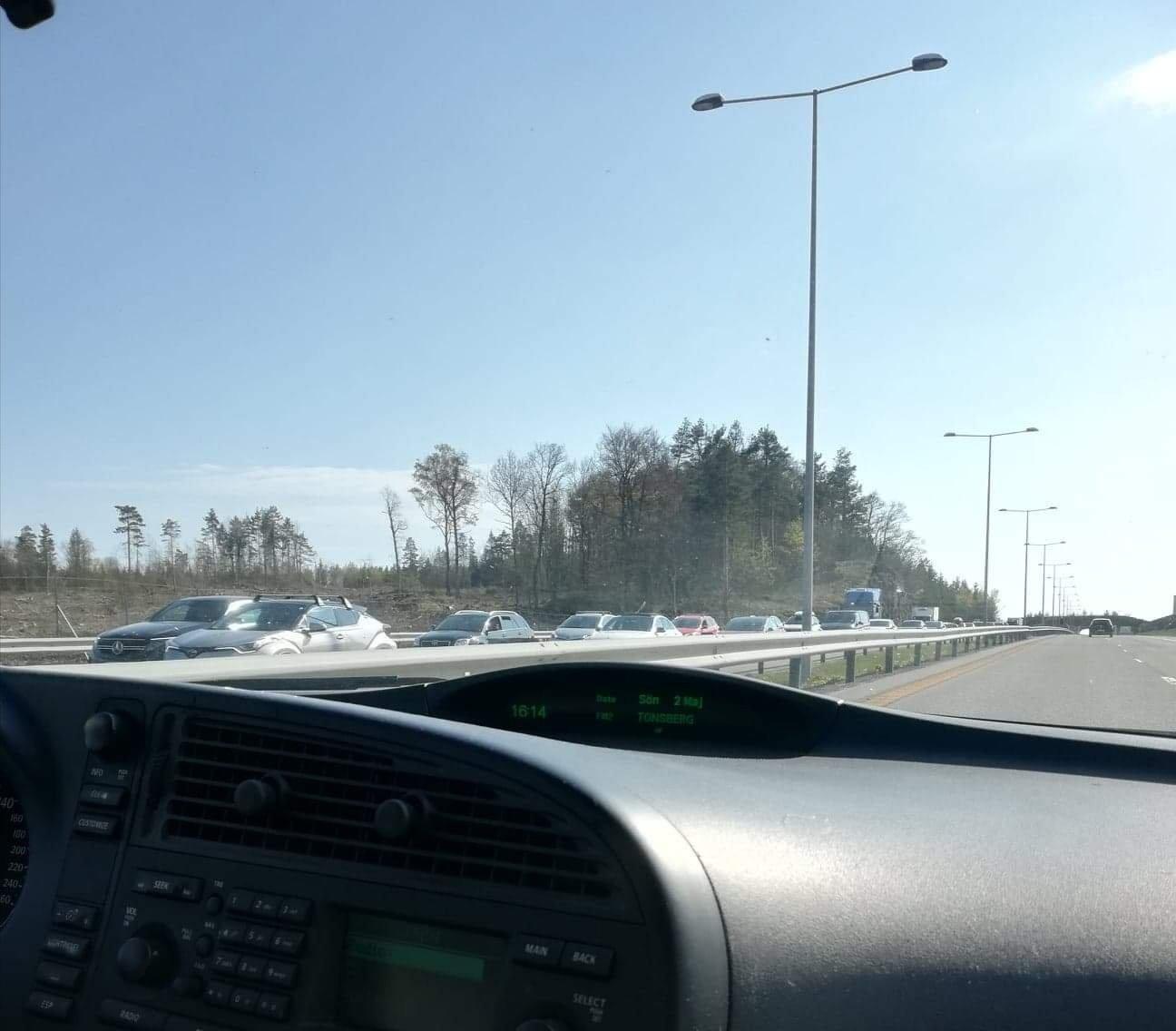 (+) Køene var kilometerlange på E18: – Hold hodet kaldt
