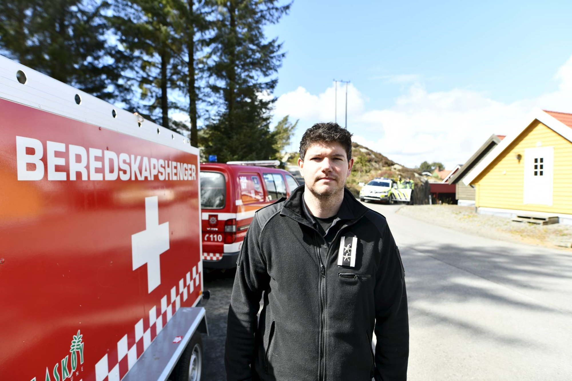 Gressbrann på Askøy er under kontroll: Skal gå brannvakt
