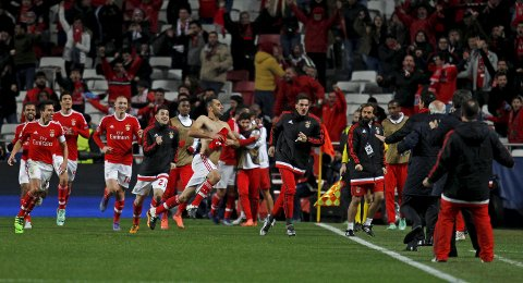 Football Soccer - Benfica v Zenit St. Petersburg - Champions League - Luz stadium, Lisbon, Portugal - 16/02/16. Benfica's Jonas celebrates with team mates after scoring a goal against Zenit St. Petersburg. REUTERS/Hugo Correia