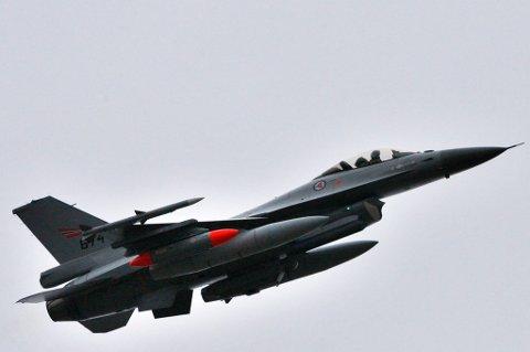Her tar et F-16 fly av fra Bodø hovedflystasjon i retning Kreta i 2011.