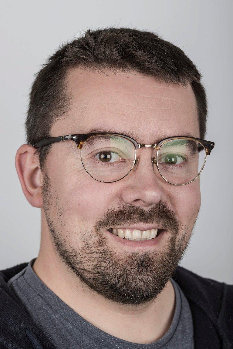 Bent Are Iversen (39), frå Vågsøy, bur i Naustdal. Journalist.