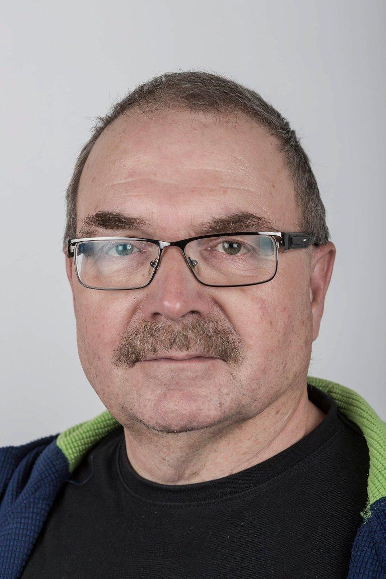 Helge Johnsen (62), Førde. Journalist.