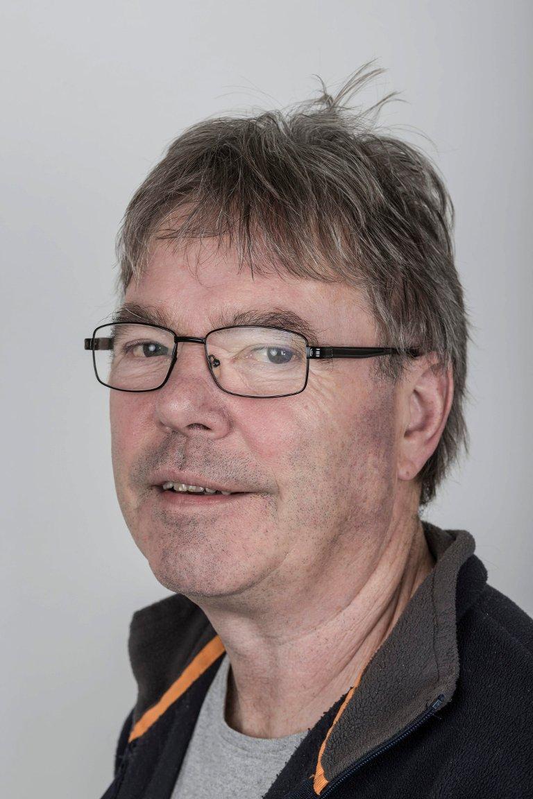 Svein Heggheim (63), Skei i Jølster. Journalist.