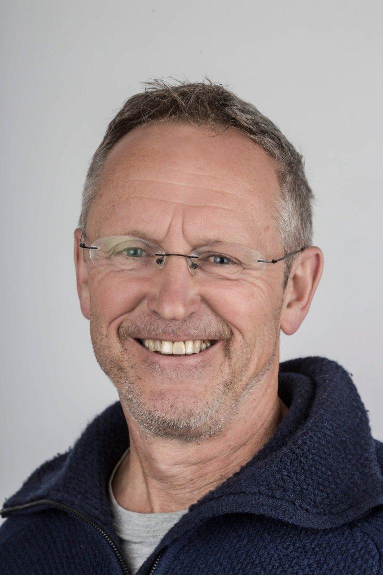 Ivar Myklebust Longvastøl (60), Naustdal. Faglærar ved Nynorsk Avissenter.