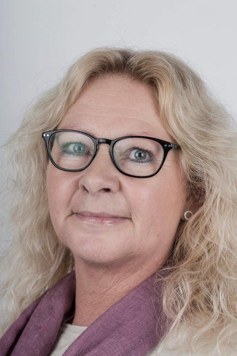 Jorunn Snildal (53), Førde. Pakkerileiar.