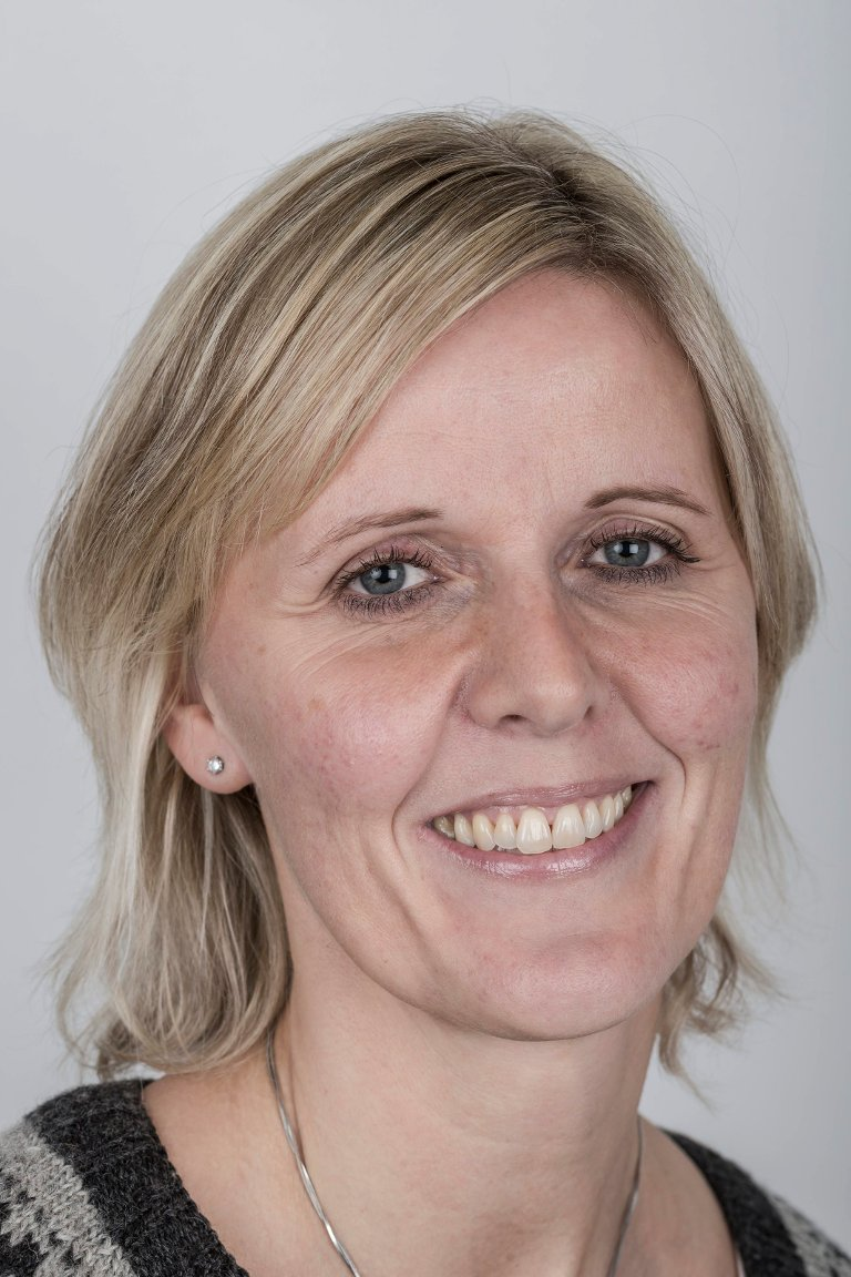 Paula Kathrine Lesto (42), Jølster. Medierådgjevar.