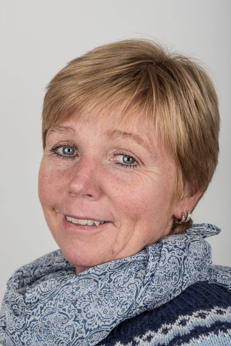 Tone Dvergsdal (53), Førde. Pakkerimedarbeidar.
