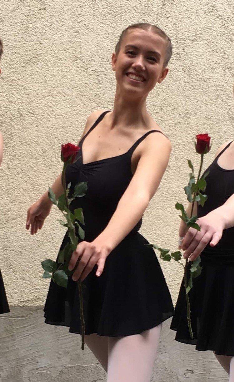 BALLETT: Hele rett etter at hun fullførte «Advanced 1»-eksamen i Royal Academy of Dancing systemet.