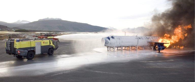 Norges brannskole skal fortsatt utdanne Avinors mannskaper i flybrann.