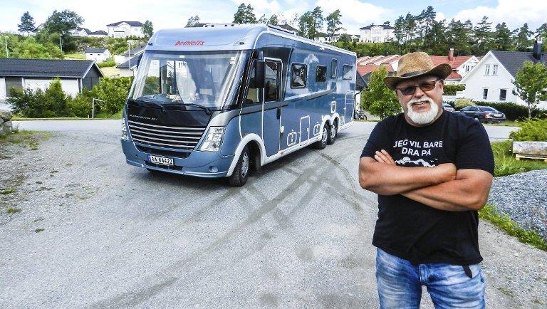 BOBIL: Karsten Svendsen er lei av at kommunen ikke tilrettelegger bedre for bobilturister i Halden.