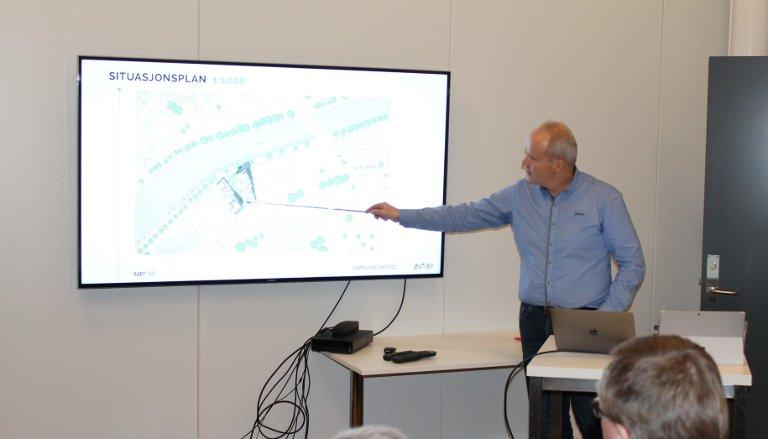 FOREDRAG: Trond Østby holdt et engasjerende og interessant foredrag da han inviterte poltikerne til informasjonsmøte om sine planer på Grønland brygge.
