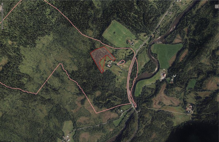 ANGERMOEN: Det røde området viser hvor klatreparken på Angermoen skal være.