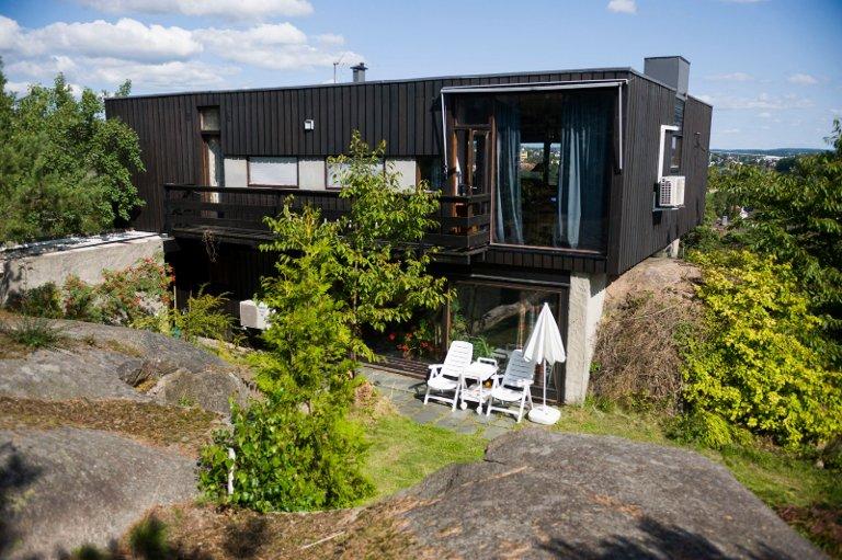 FØDT 1964: Etter at Kråkerøybrua kom, ble det bygget mange nye boliger på Blomsterøya. Arkitekten Eyolf Scholze tok hensyn til byens stenhoggerhistorie da han bygde huset sitt, midt i et gammel stenbrudd.