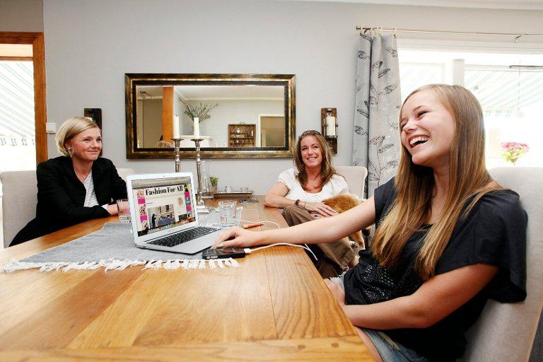 2013: 16 år gamle Andrea ga Budstikkas lesere en innføring i både blogg og Instagram. I intervjuet stilte både mamma Helena Brataas og daværende blogg-manager, Karianne Gamkinn.