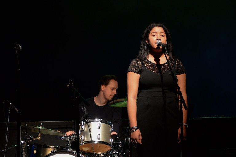Her synger Valentina Aarstad Vik på UKM i 2019.