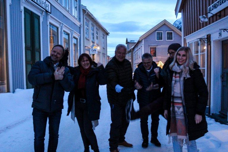 Bretter opp ermene: fv. Stig Ove Sivertsen, Marit Sivertsen, Rune Jakob Jacobsen, Annika Honggard, Hans Lømo, Katrine Remmen Wiken er klare for å jobbe med Galleria.