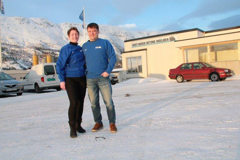 ADMINISTRASJON: Kundemottaker og anbudsregner Roger Einmo og nestleder og økonomiansvarlig Tone Lise Fagerbakk jobber i selskapets nesten nye administrsasjonsbygg på Skjervengan.