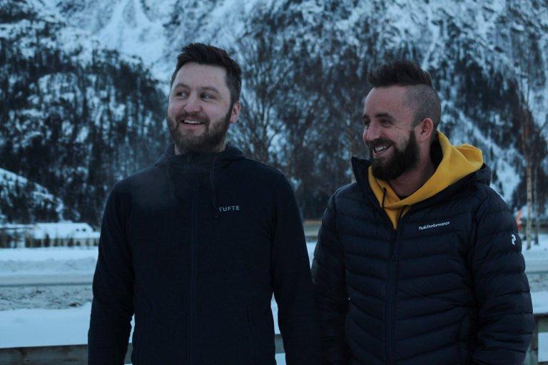Nå gleder Chris Alexander Nordås (venstre) og Thomas Nordås Rishaug seg til å komme i gang med tømringen.