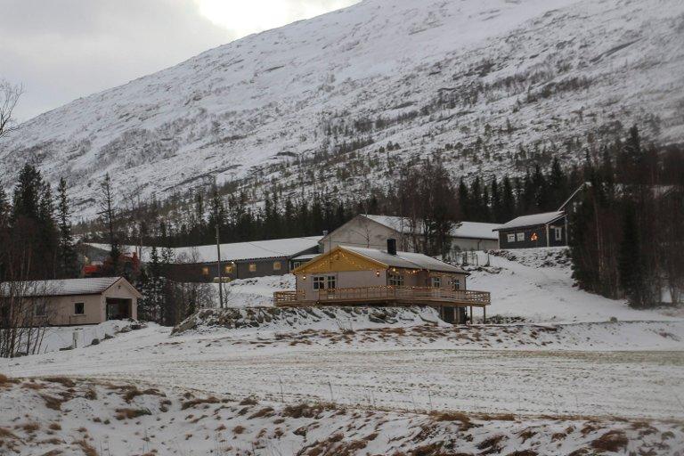 Steinar Jakobsen har bygd opp en ny gård etter at det tidligere gårdsanlegget ble utsatt for en kjempeeksplosjon i 2013.