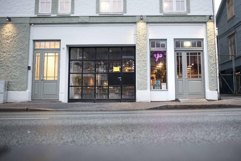 Hoggorm holder til i Nygårdsgaten 29 – med Grieghallen som en av naboene.