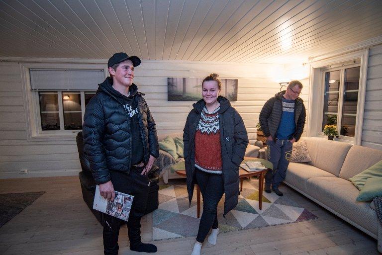 - Vi har vært på privatvisning allerede så det kan nok sies at vi er ekstra interessert i dette stedet, sier Thea Wika og Kristian Storvik som hadde med seg Theas farTom Wika på visning.