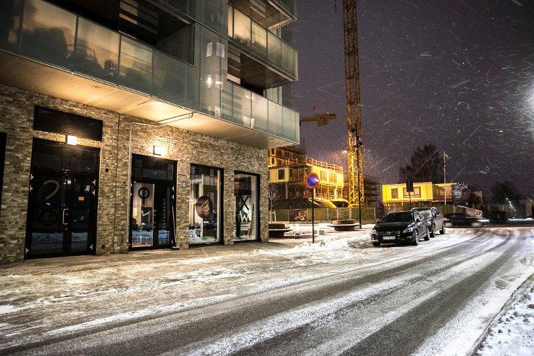 LITT KALDT: Området rundt Feniqia i Gjerdrumsgata i Lillestrøm gjennomgår for tiden en rivende utvikling, og utsikten er ikke flatterende. Dermed kan lokalet virke litt kaldt.